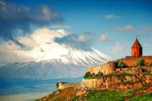 Хор Вирап, Нораванк, древняя пещера (